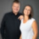 Hannah Krause und Christian Krack Morningshow Moderatoren dunkler Hintergrund